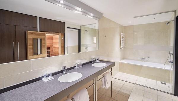 Executive Suite | River View | Infrared sauna | Van der Valk Hotel ARA